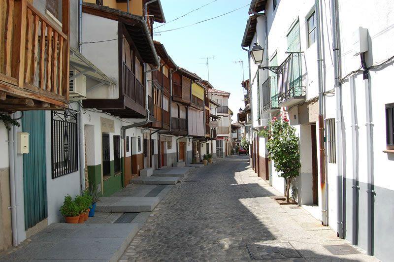 Calle del Moral en Candeleda. Imagen de www.turismoavila.com