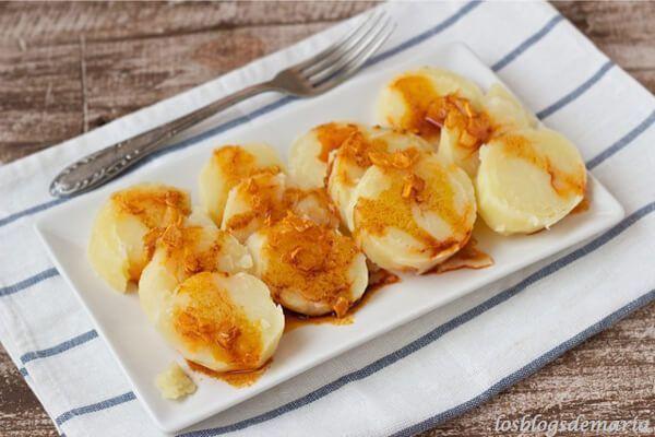 Patatas cocidas al pimentón